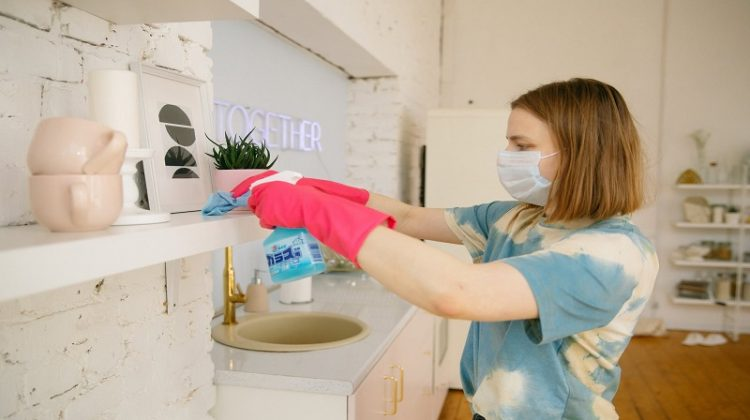 Tips for Using Disposable Gloves in the Kitchen