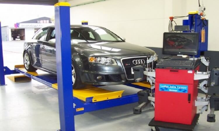 How Does A Wheel Alignment Machine Work