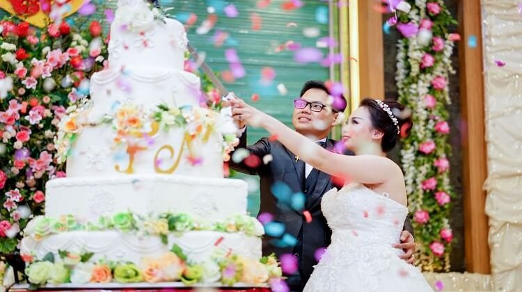 Wedding Cakes for a Winter Wedding