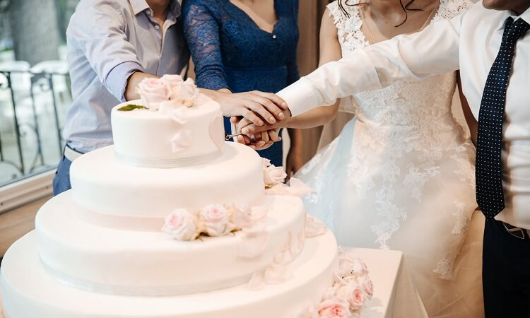 Wedding Cakes for a Winter Weddings
